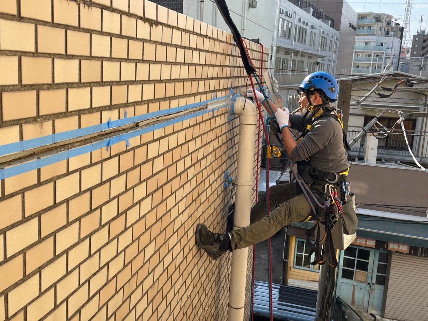 東京都杉並区 無足場工法ロープアクセス シール工事